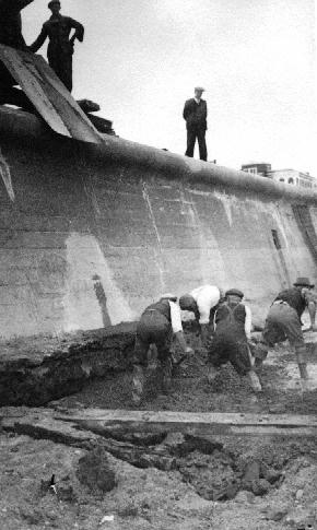 Building Cleveleys sea wall in 1947
